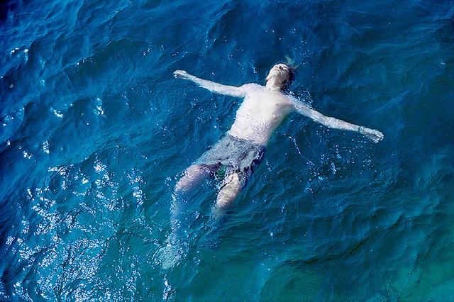 lezhat-na-vode